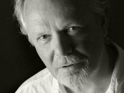 Peter May, En kamp mot klockan