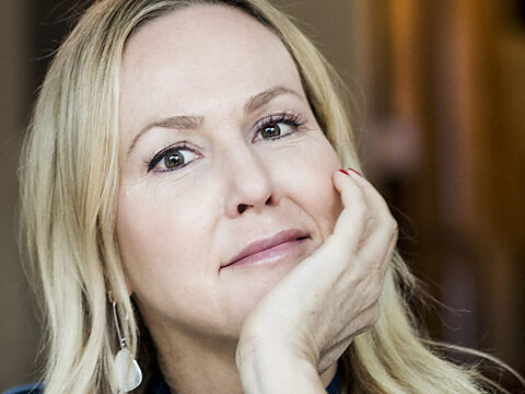 Camilla Grebe får Glasnyckeln 2020 för Skuggjägaren